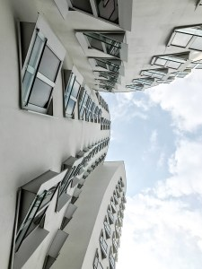 Dusseldorf architecture city guide. best architecture to see in Germany_medienhafen designed by the architect Frank Gehry (12)