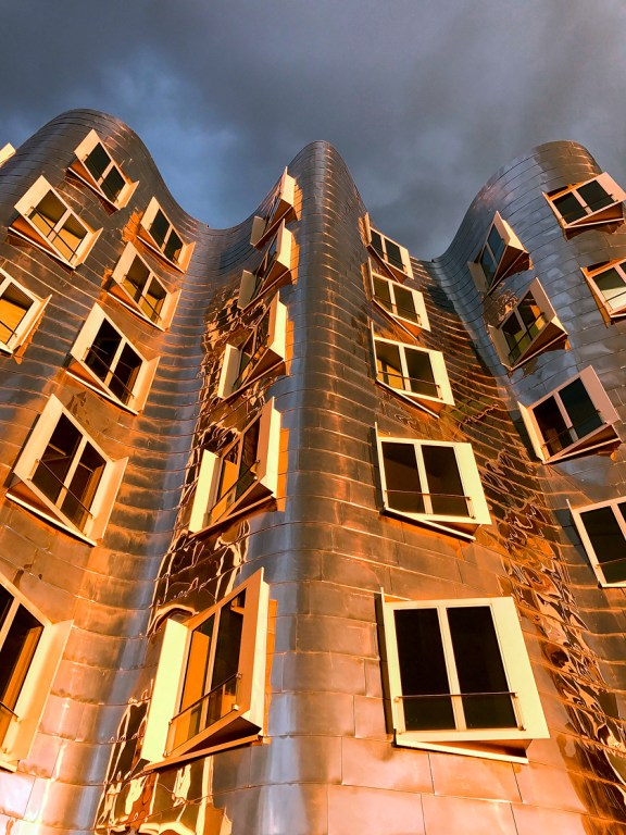 Dusseldorf architecture city guide. best architecture to see in Germany_medienhafen designed by the architect Frank Gehry (15)