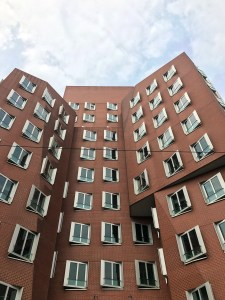 Dusseldorf architecture city guide. best architecture to see in Germany_medienhafen designed by the architect Frank Gehry (4)
