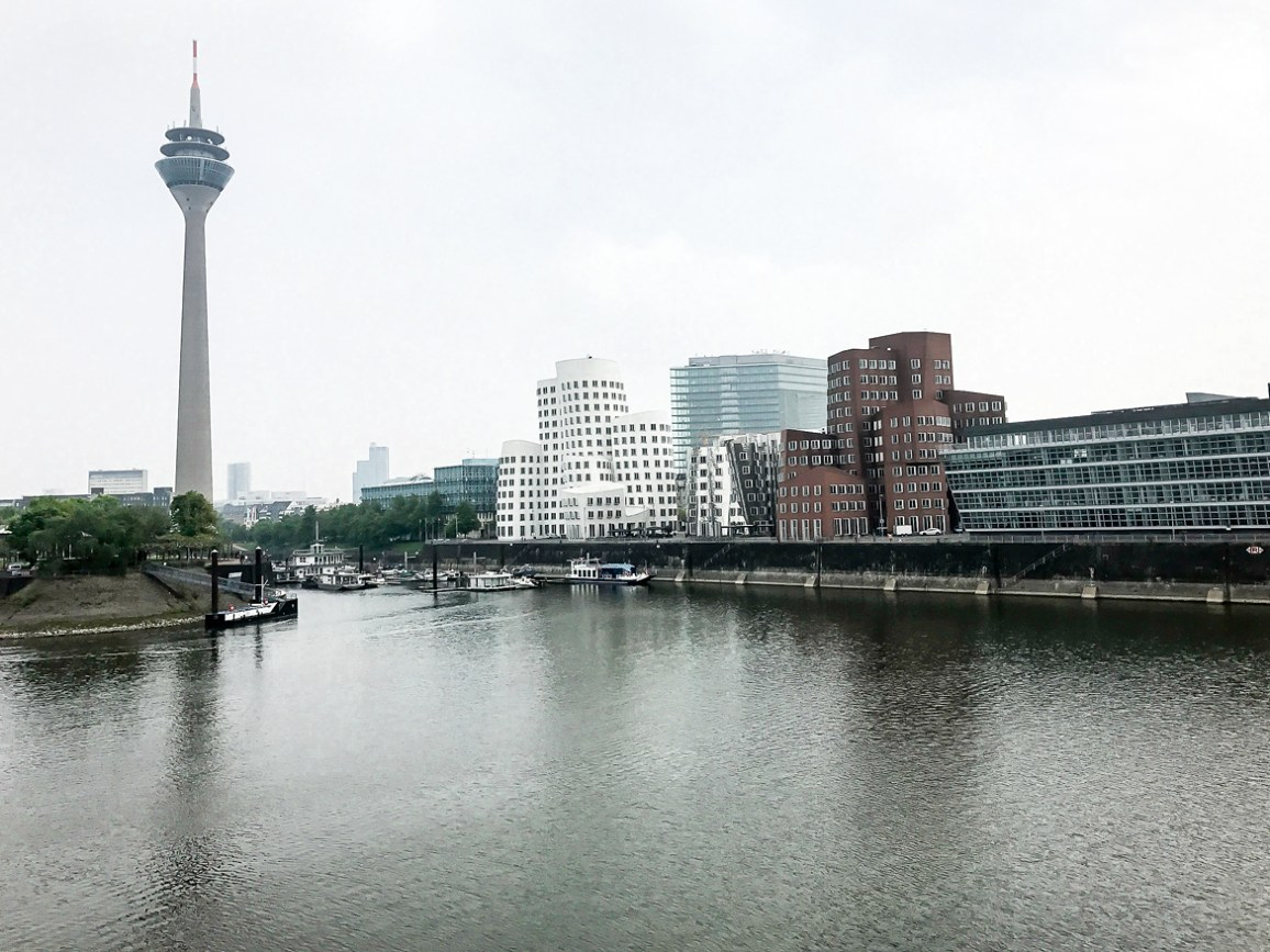 Dusseldorf architecture city guide. best architecture to see in Germany_rhine tower designed by the architect HARALD DEILMANN