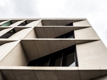 Greenwich-university-of-architecture-in-Stockwell-street-designed-by-Heneghan-Peng-Architects_London-(2)