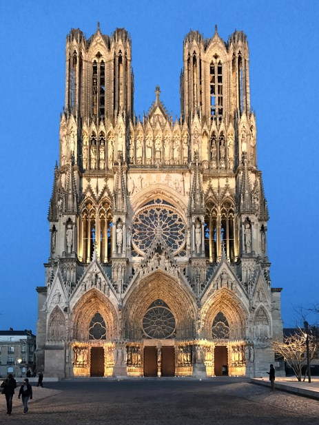 a gothic cathedral and champagne houses in reims france spacesxplaces. Black Bedroom Furniture Sets. Home Design Ideas