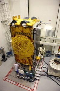 Eutelsat Ka-Sat spacecraft undergoing mechanical testing / Satellite Ka-Sat d'Eutelsat en cours d'essais mécaniques / (Copyright : Astrium / D. Marques / 2010)