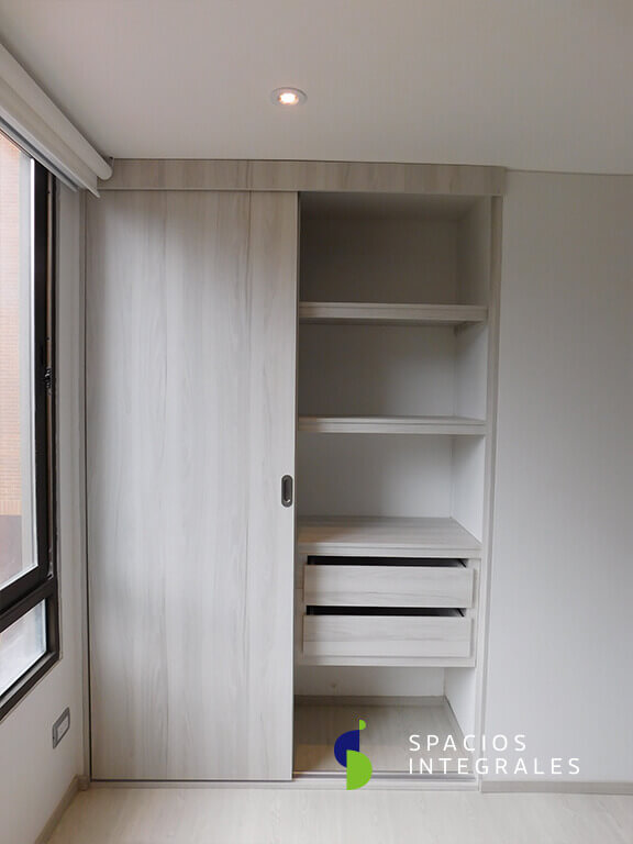 Closets modernos en madera y material melamnico en Bogot