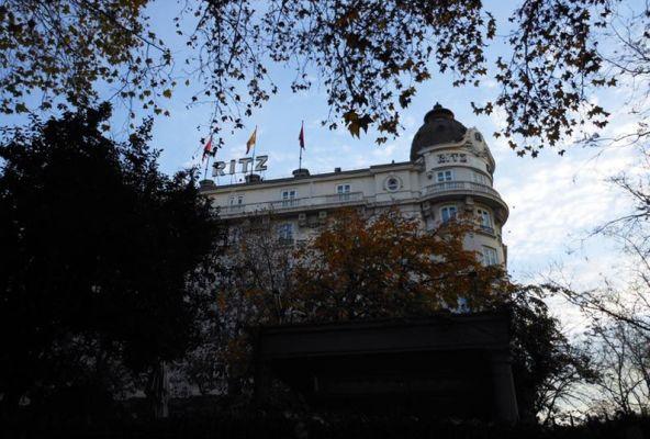 プラド美術館から一番近いホテル リッツ。マドリード市内で最高級クラスのホテルです。