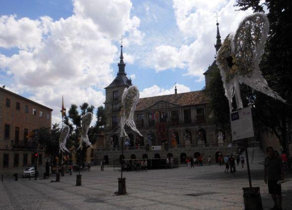 大聖堂前-市役所前広場。
