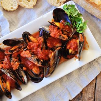 Mussels in a Spicy Tomato Sauce – Mussels Marinara Recipe