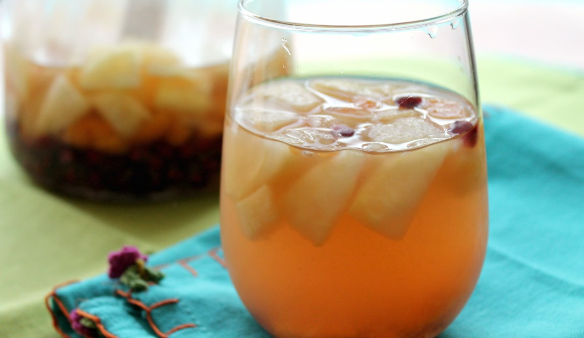 How To Make A Basic White Wine Sangria