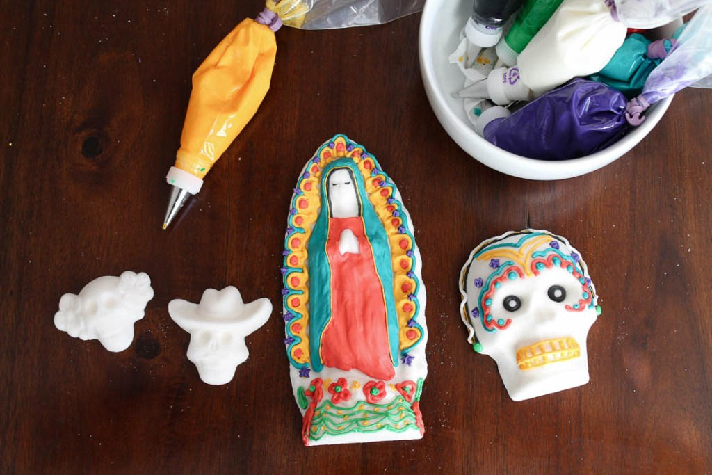 How To Make Sugar Skulls For Day of The Dead | A fun activity for Day of The Dead themed parties
