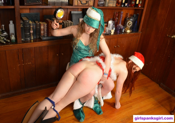 Green elf Apricot uses the frying pan to spank the naughty red elf, Veronica Ricci