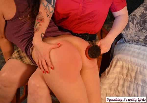 Elori Stix's curvy round bottom gets well spanked
