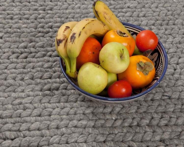ciotola-di-frutta-progettista-acquistare-moquette-grigia-in-linea Dove comprare un tappeto di lana artigianale?