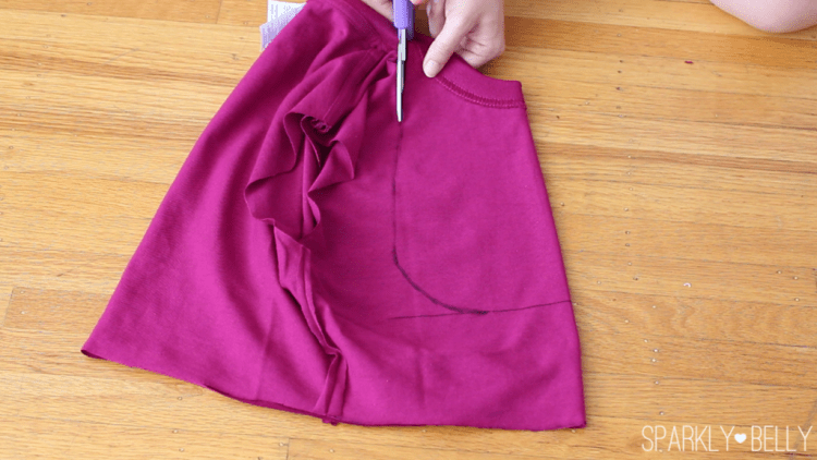 Cut the front opening of Turkish vest