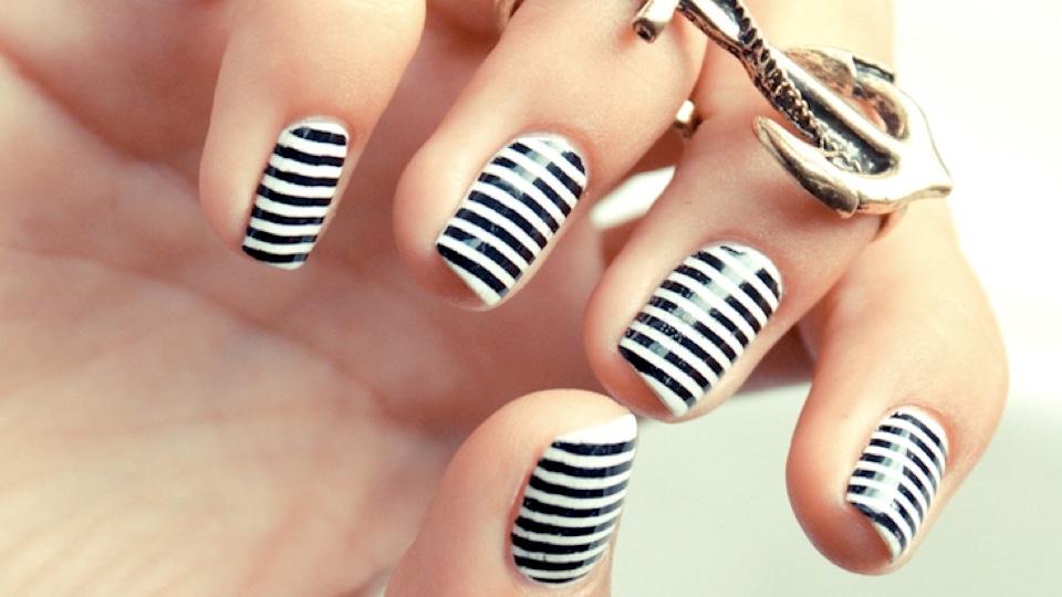 10 Incredible Black and White Nail Designs