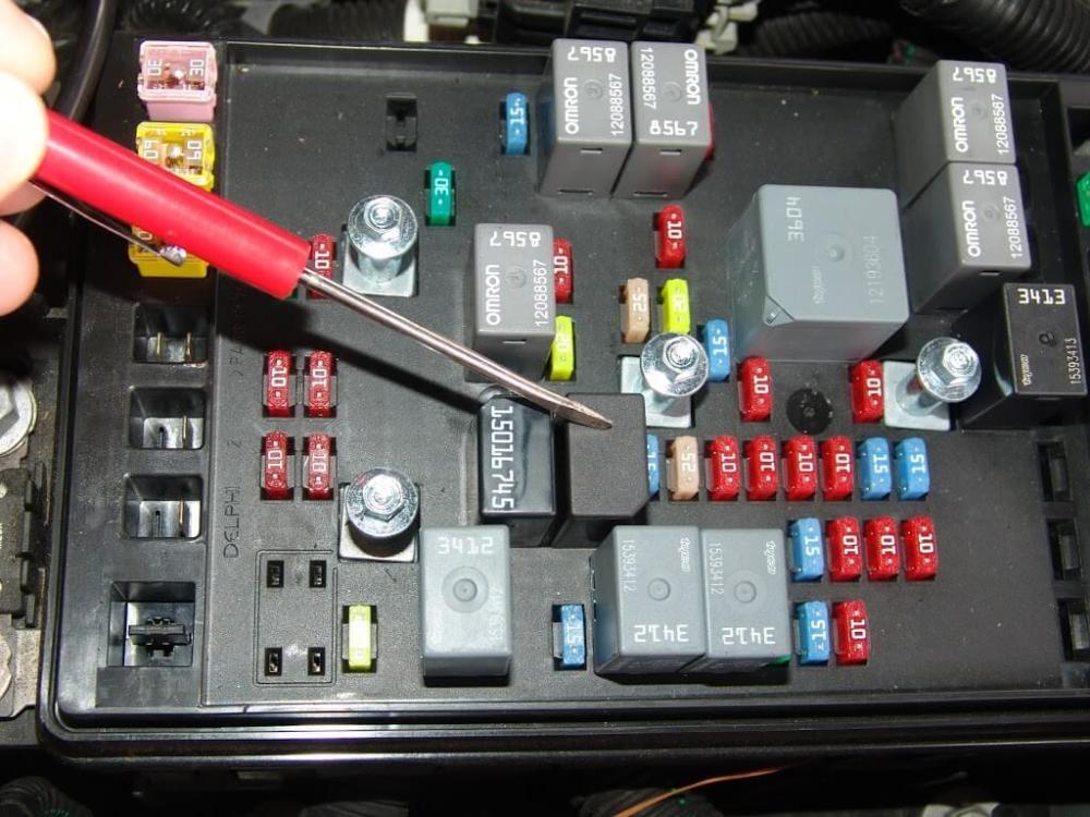 medium resolution of chevrolet trailblazer fuse box get free image about 2004 chevy trailblazer rear fuse box location 2004