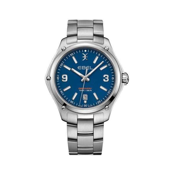 Heren horloge uit de Ebel Discovery collection - uitgevoerd met een stalen band en kast en een blauwe wijzerplaat - waterdicht tot 100 meter - De Ebel collectie is verkrijgbaar bij Sparnaaij Juweliers in Aalsmeer