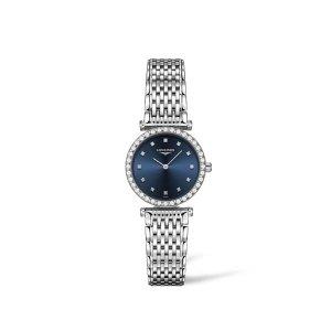 Dames horloge uit de Longines La Grande Classique collection - uitgevoerd met een stalen band en kast en een blauwe wijzerplaat met diamanten index - voorzien van een quartz uurwerk en een saffier glas - de luntte is gezet met diamant - De Longines collectie is verkrijgbaar bij Sparnaaij Juweliers in Aalsmeer