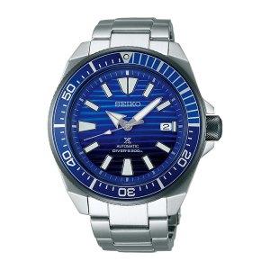 Heren horloge uit de Seiko Prospex collectie - uitgevoerd met stalen kast en band en een blauwe wijzerplaat en lunette - voorzien van een automatisch uurwerk en waterdicht tot 200 meter - De Seiko collectie is verkrijgbaar bij Sparnaaij Juweliers in Aalsmeer en Hoofddorp