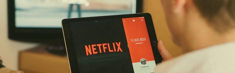 iPad och Netflix i soffan