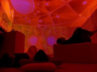 A Place to Play - ambiente di suono e luce dal vivo di Antonio Della Marina e Alessandra Zucchi - Spazioersetti - foto di Lara Carrer
