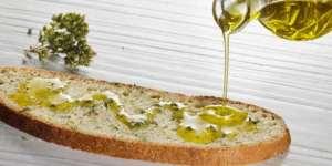 olio extra vergine di oliva con pane
