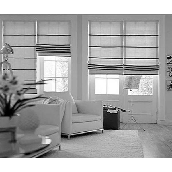 Per esaltare spazio e luce, suggeriamo l'installazione ti tende a rullo o a pacchetto in tonalità chiare e neutre. Tenda Pacchetto Vetro Spazionord