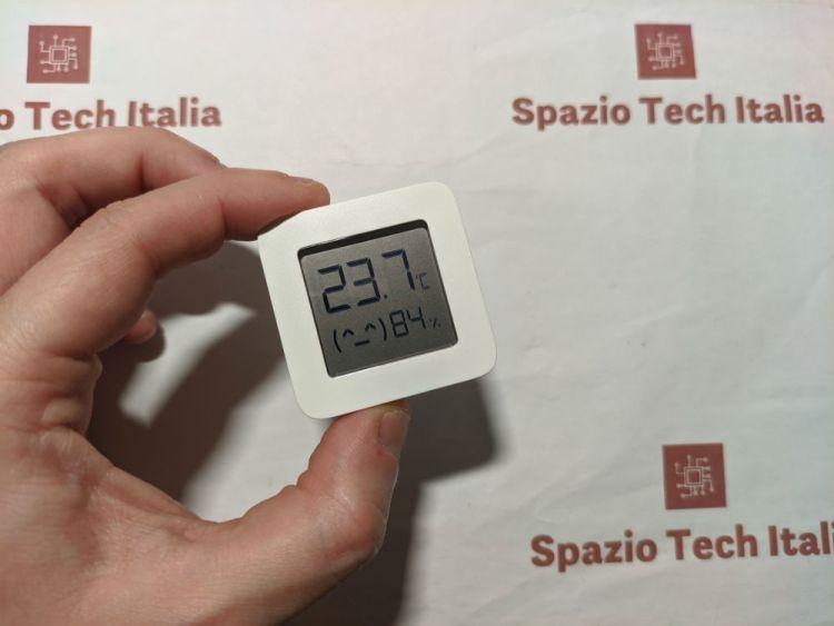 Recensione: Xiaomi Mijia Mi Temperature and Humidity Monitor 2 - Il termometro ambientale piccolo ed economico | Spazio Tech Italia