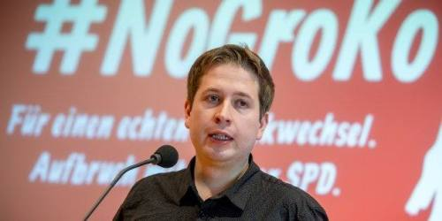 """Kevin Kuehnert, the leader of the Juso youth wing of Germany's social democrat SPD party, speaks during a press conference on January 18, 2018 at the SPD headquarters in Berlin as part of his """"NoGroKo"""" campaign to convince members of the party to vote against a new grand coalition (GroKo) with the CDU/CSU union of the German Chancellor.   / AFP PHOTO / dpa / Michael Kappeler / Germany OUT        (Photo credit should read MICHAEL KAPPELER/AFP/Getty Images)"""