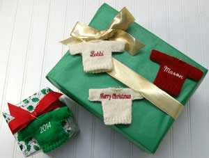 sweater-ornaments-on-gift