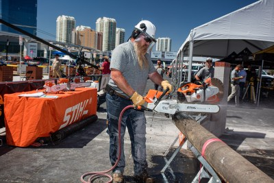 Demonstration at the STIHL tent