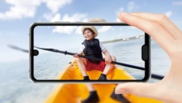 Sharp Aquos R2 Compact: The First Smartphone with Dual Notch