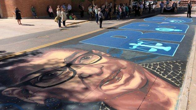 street mural of Ruth Bader Ginsburd face