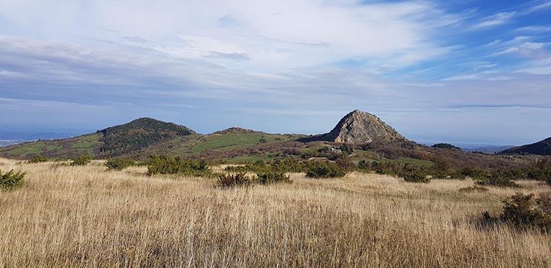 Hügelige Landschaft in San Marino – perfektes Terrain für Radsportler
