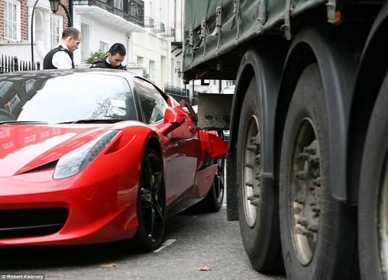 truck-makes-a-mess-of-a-ferrari-458-italia-in-london-medium_4