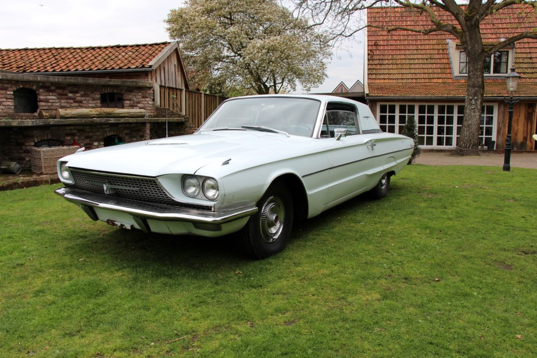 1966 Ford Thunderbird Town Hardtop 390 - White Blue