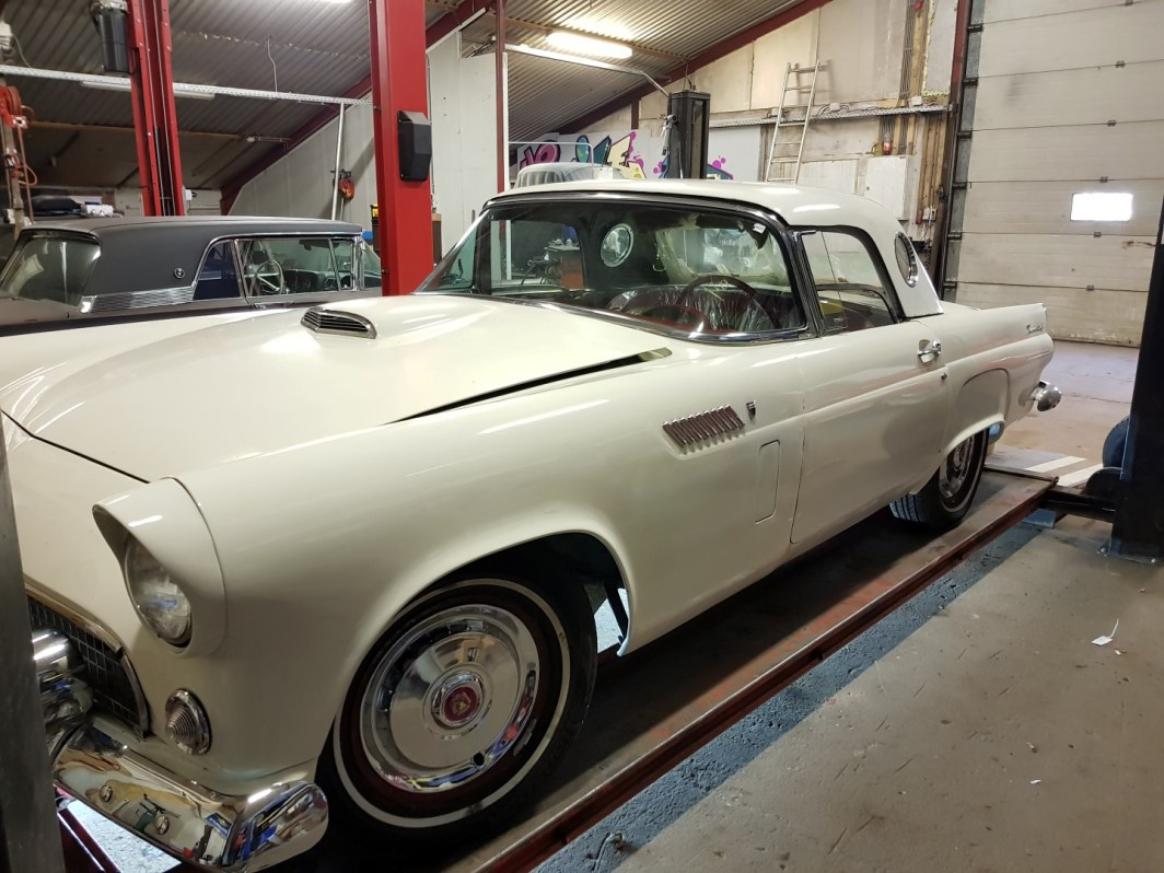 1956 Ford Thunderbird - 312ci V8 and automatic (14)