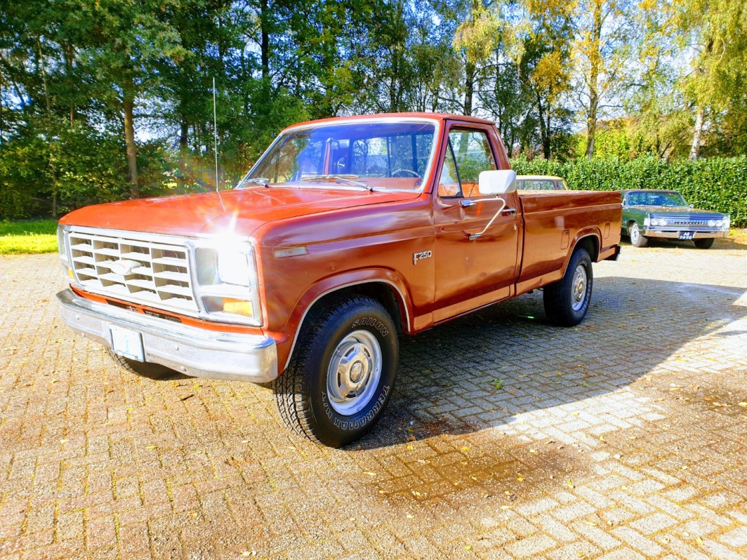 1985 Ford F250 with 302ci V8 and 4 speed automatic (1)