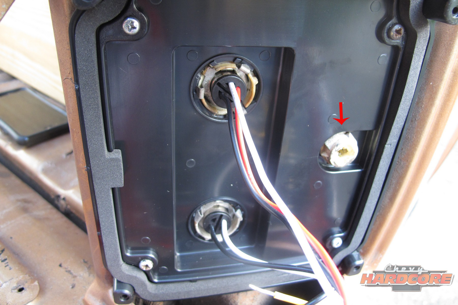 hight resolution of the small 194 bulb that used to be the side marker light is not used anymore red arrow just leave it empty