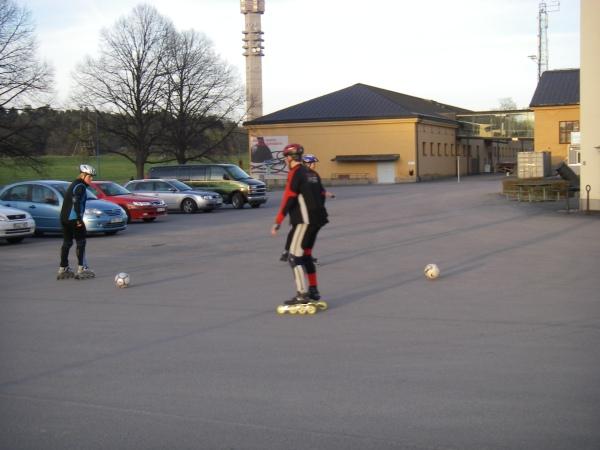 Fotbollsträning. Lasse Lagerbäck ringer nog snart.