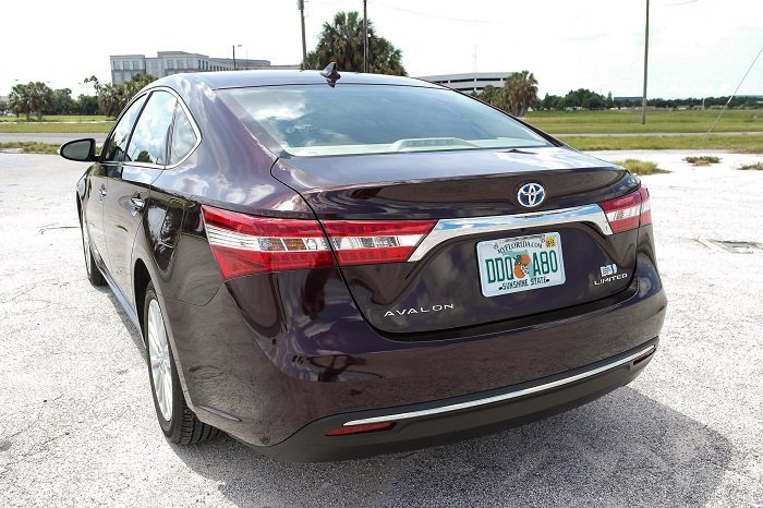 Driven 2015 Toyota Avalon Hybrid Speed Sport Life