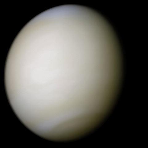 Venus in ware kleuren door Mariner 10