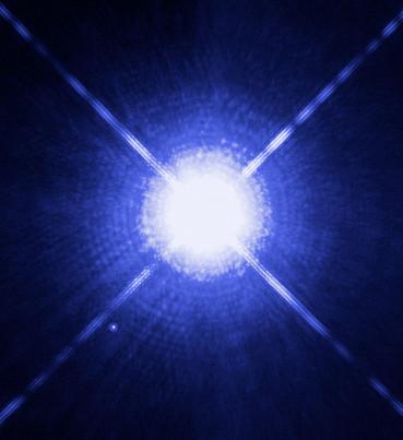 Sirius A en Sirius B, gefotografeerd door de Hubble Space Telescope