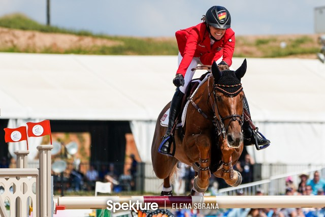 Earchphoto - Simone Blum celebrates her third clear round and the gold medal at the 2018 World Equestrian Games in Tryon NC