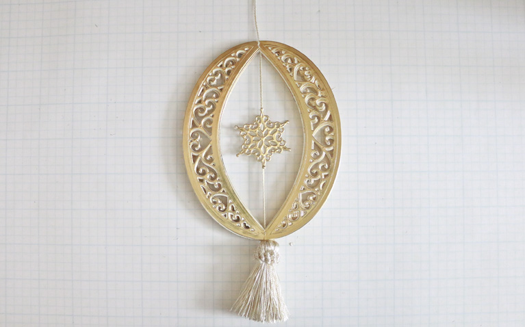 Becca Feeken Tutorial Diecut Ornaments using Bella Rose Lattice Ornament