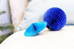 Spellbinders | How To Make DIY Honeycomb Christmas Tree Ornaments with the help of Steel Rule Dies. Video tutorial. #christmasornaments #modernchristmas #DIYornaments