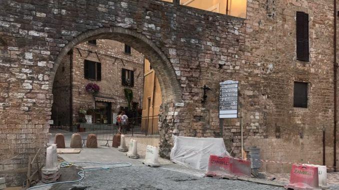 Centro storico terminati lavori pavimentazione primo tratto di via Sant'Anna