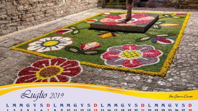 Al Museo delle Infiorate di Spello, infiorando a Natale e calendario Maestri del petalo 2019