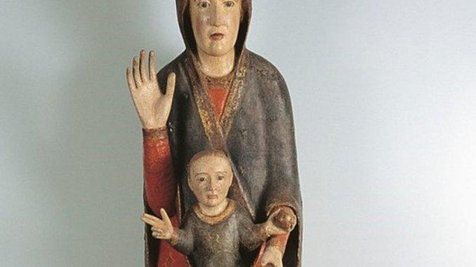 """Spello, torna la statua lignea """"Madonna in trono con bambino"""""""