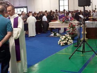 Tantissima gente per dare l'ultimo saluto a Nicola Galardini