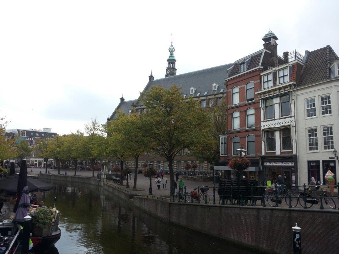 city hall on the New Rhine, Leiden
